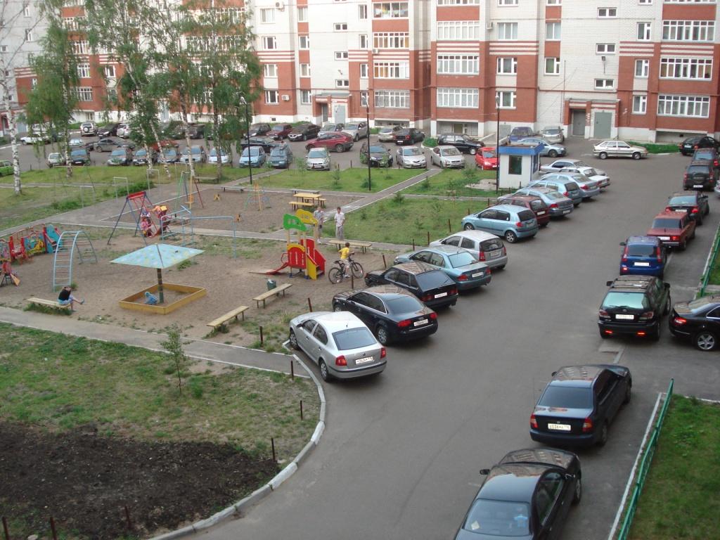 Смотреть Москва потратит на дворы и парковки 20 млрд рублей видео